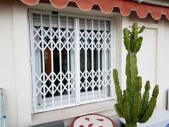 Grille blanche de sécurité pour habitation PROFERM 06